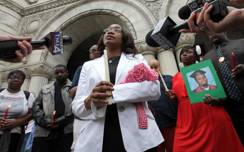Verona Swanigan speaks to reporters in front of the Federal Courthouse in August 2014.  (Photo by Mike De Sisti, Milwaukee Journal-Sentinel)